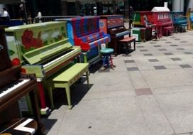 Двенадцать дней киевляне будут слушать «уличные» фортепиано.