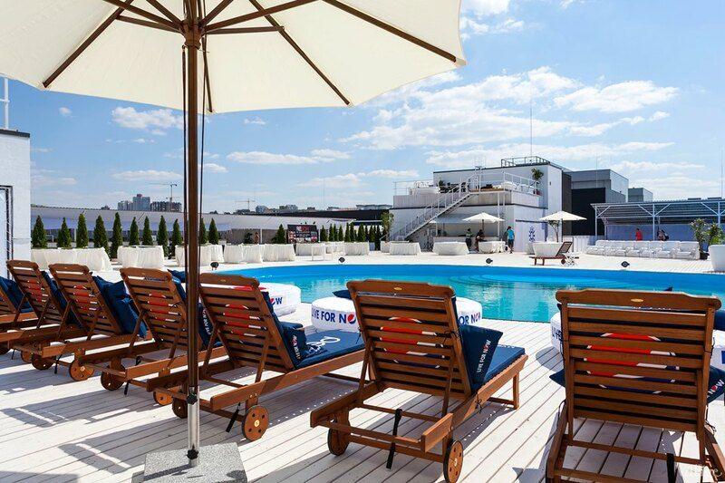 Пляжный клуб на крыше Ocean Plaza