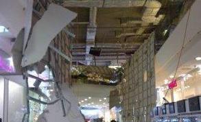 В торговом центре Скай Молл обвалился потолок (фото, видео)