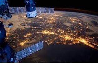 Фото ночного Киева с орбиты